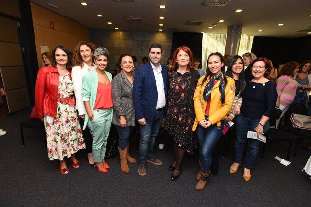 García (centro) en el networking de empresarias