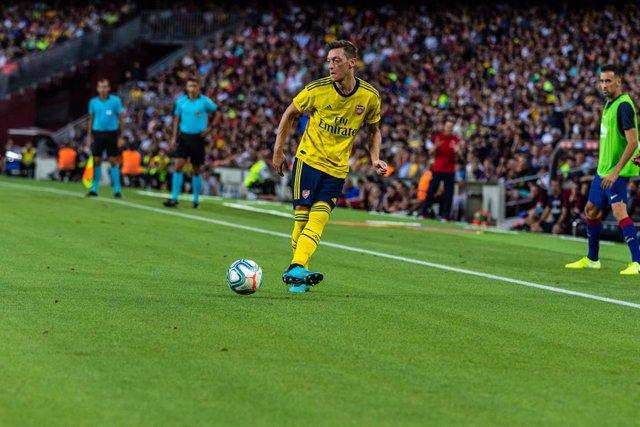 """Fútbol.- Özil lamenta que el racismo llegue """"al centro de la sociedad"""" alemana"""