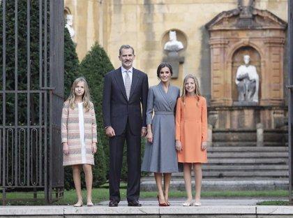 El Rey Felipe y Doña Letizia llegan a Asturias con sus hijas en la cita más importante de la Princesa Leonor