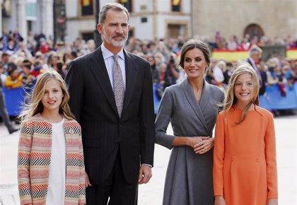 La Princesa Leonor y la Infanta Sofía apuestan por sus propios estilos mientras Letizia les cede protagonismo
