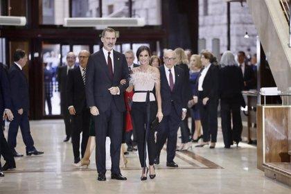 Los Reyes presiden en el Auditorio el tradicional Concierto Premios Princesa de Asturias