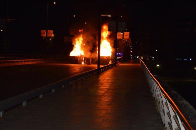 Contenidors que cremen a l'avinguda Blondel de Lleida