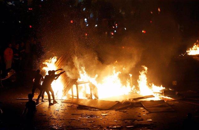 Disturbios durante las protestas contra la gestión económica del Gobierno libanés en Beirut.