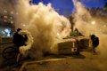 Disturbios en Barcelona | Directo: Los Mossos sacan por primera vez el cañón de agua para poder apagar barricadas