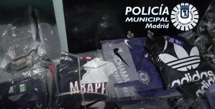Cinco detenidos y 8.350 artículos intervenidos en tres operaciones en Lavapiés contra la falsificación