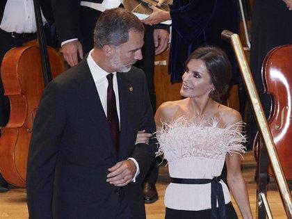 La Reina Letizia deslumbra con su look en el concierto previo a los Premios Princesa de Asturias