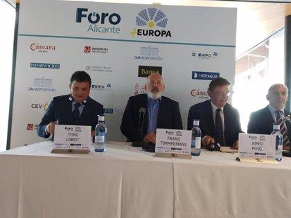 """Timmermans, """"perplejo"""" de que España no favorezca la producción de energía solar para rebajar el coste energético"""