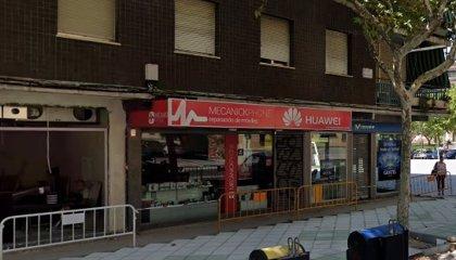 La policía busca a una persona tras atracar a mano armada una tienda de telefonía en Toledo