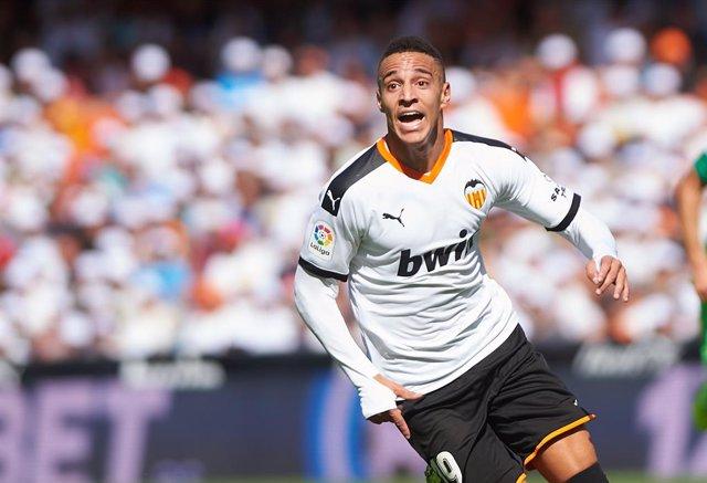 Fútbol.- El Valencia no podrá contar con Rodrigo, Guedes y Gayá ante al Atlético