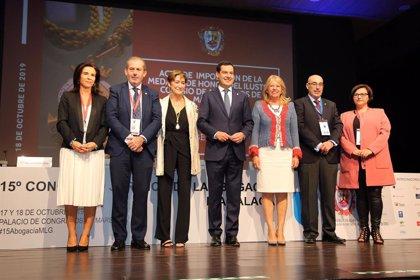 El Colegio de Abogados de Málaga impone la Medalla de Honor a la presidenta del Consejo General de la Abogacía Española