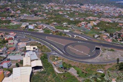 El Gobierno de Canarias y FCC firman el contrato para iniciar el cierre del anillo insular