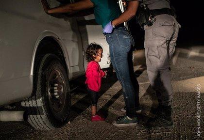 World Press Photo en València: Sobrecogedoras imágenes de migraciones a EEUU, cambio climático y un guiño a las Fallas