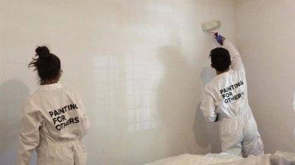 Voluntarios de Mapfre y de Leroy Merlin pintarán de manera solidaria una vivienda de alquiler social este sábado