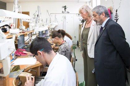 La Escuela de Arte de Reocín oficializa su nuevo nombre, 'Roberto Orallo', en la apertura oficial del curso