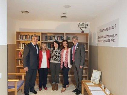 Pacientes y familiares de la planta séptima del Hospital Universitario de Badajoz dispondrán de una pequeña biblioteca