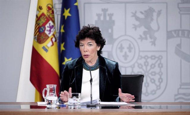 La ministra Portavoz del Gobierno, Isabel Celáa, comparece ante los medios de comunicación tras la reunión del Consejo de Ministros en Moncloa, en Madrid (España), a 18 de octubre de 2019.