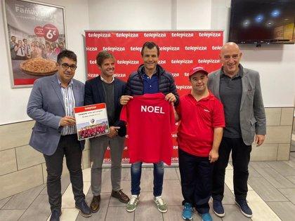 Telepizza incorpora al primer jugador de LaLiga Genuine Santander en su tienda Telepizza Huesca