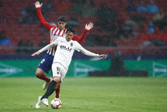Daniel Parejo of Valencia and Alvaro Morata of Atletico de Madrid during the spanish league, La Liga, football match played between Atletico de Madrid and Valencia CF at Wanda Metropolitano Stadium in Madrid, Spain, on April 24, 2019.