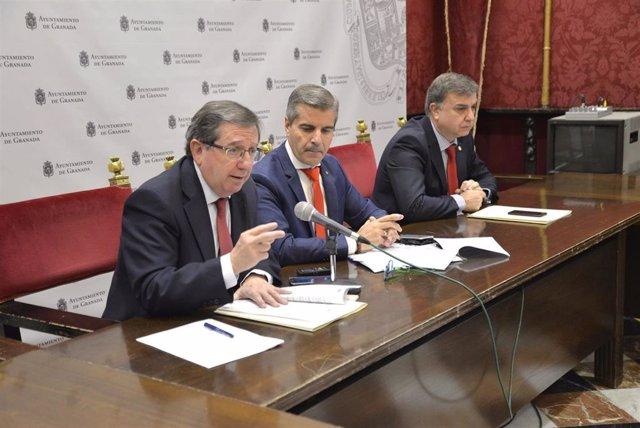 Los concejales Luis González, César Díaz y Francisco Fuentes