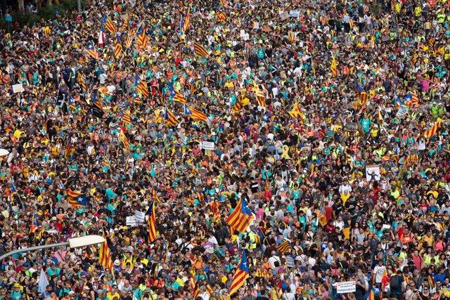 Arribada de les columnes de Berga i Vic, que formen part de les Marxes per la Llibertat iniciades arran de la sentència del procés, a la Meridiana-Fabra i Puig de Barcelona durant la vaga general a Catalunya en reacció a les penes per l'1-O.