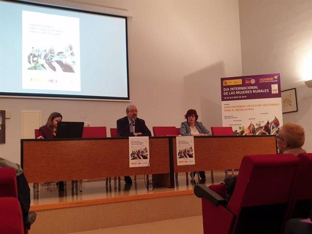 El presidente de la DPT inaugura una jornada de FADEMUR en Calamocha (Teruel).