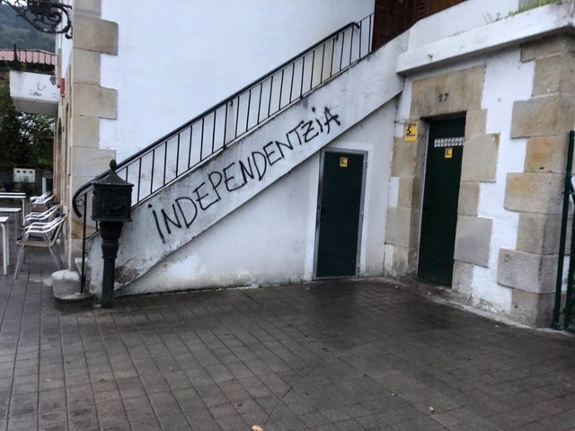 Pintadas en la sede del PNV en Bedia, en Bizkaia