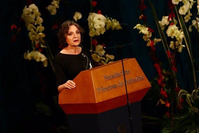 La galardonada con el Premio Princesa de Asturias de Investigación Científica y Técnica, Sandra Myrna Díaz, pronuncia su discurso en la ceremonia de entrega.