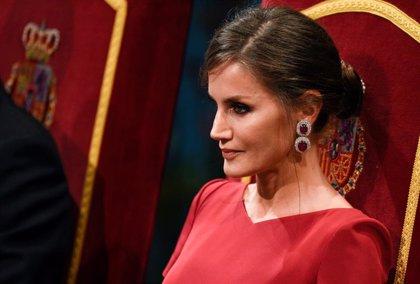 La Reina Letizia viste por primera vez de rojo para los Premios Princesa de Asturias