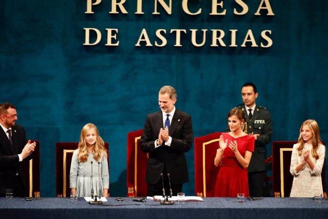 """Premios.- La Princesa de Asturias brilla en su debut en los Premios y evoca su """""""
