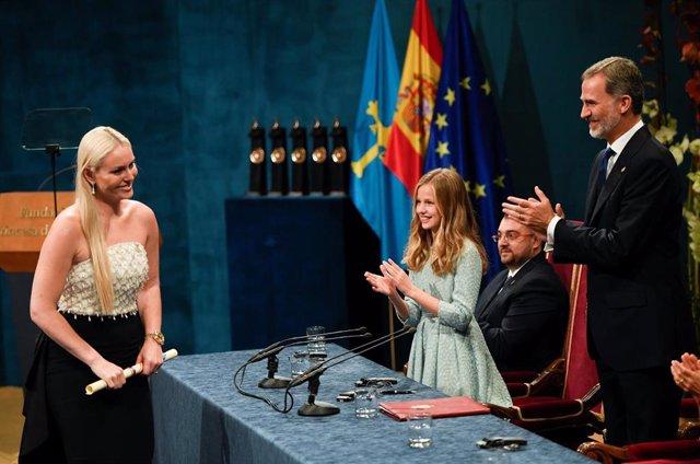 Lindsey Vonn recibe el Princesa de Asturias de mano de la Infanta Leonor y el Rey Felipe