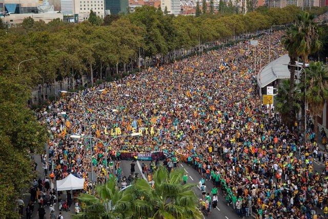 Llegada de las columnas de Berga y Vic, que forman parte de 'Las Marchas por la Libertad' iniciadas  a raiz de la sentencia del 'procés', a la Meridiana-Fabra i Puig de Barcelona durante la huelga general en Catalunya en reacción a las penas por el 1-O, e