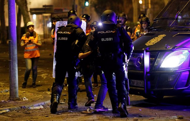 La Policía Nacional detiene a un fotógrafo de El País en los disturbios de Barcelona
