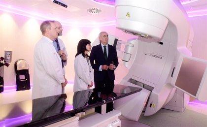 Madrid tendrá operativos a final de año 18 equipos de alta tecnología contra el cáncer financiados por Amancio Ortega