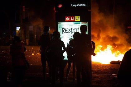La Guardia Urbana de Barcelona pide a las tiendas de la plaza Urquinaona cerrar por la tarde