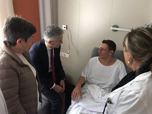 El ministre de l'Interior, Fernando Gran Marlaska, i la delegada del govern a Catalunya, Teresa Cunillera, visiten a agents de Policia Nacional ferits en disturbis a Barcelona contra la sentència de el 1-O