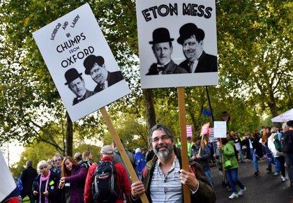 Miles de británicos se concentran ante el Parlamento para pedir un nuevo referéndum sobre el Brexit