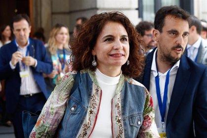 """Montero pide una condena """"sin paliativos"""" de Torra ante los disturbios en Barcelona y defiende la actuación del Gobierno"""
