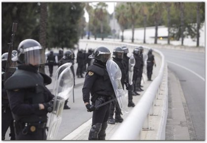 Dos policías gallegos resultan heridos durante los disturbios en Cataluña, uno de ellos de gravedad