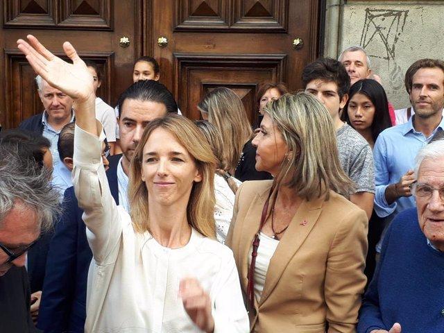 Cayetana Álvarez de Toledo i Llanos de Luna (PP) visiten la plaça Urquinaona, un dels focus dels disturbis arran de la sentència del procés independentista.