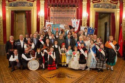 """Ollo destaca la """"aportación social y cultural"""" a Navarra de las casas regionales"""