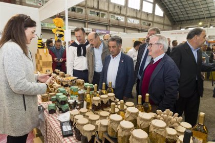 Revilla ensalza las cualidades de la miel y subraya los beneficios que tiene su consumo