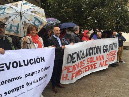 Un centenar de personas se movilizan en A Coruña para reclamar terrenos de la ciudad en manos del Ministerio de Defensa
