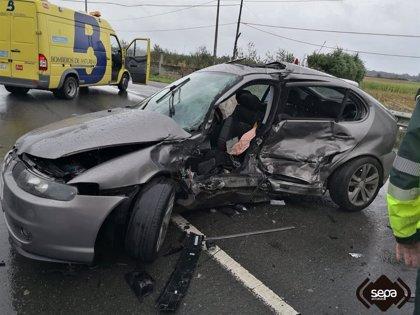 Tres heridos, uno grave, en una colisión entre tres vehículos en la N634 en Villuir, Valdés