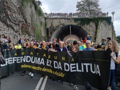 Miles de personas se concentran en San Sebastián por el derecho a decidir y en solidaridad con Cataluña