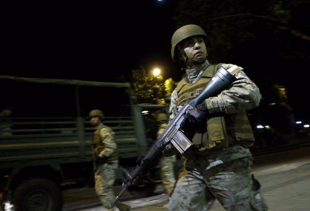 Militares comienzan a patrullar Santiago