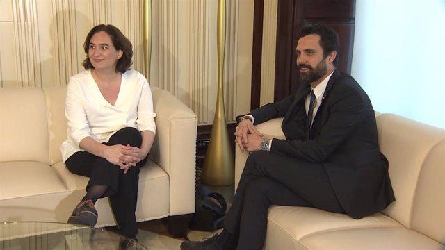 El president del Parlament, Roger Torrent, i  l'alcaldessa de Barcelona, Ada Colau, en una imatge d'arxiu