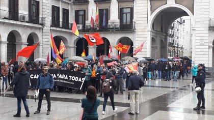 Manifestaciones contrapuestas en Santander 'contra el fascismo y el racismo' y 'por la unidad de España'