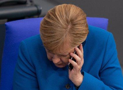 Merkel y Putin mantienen una conversación telefónica sobre Ucrania