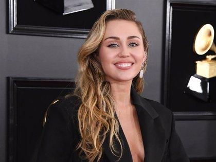 Miley Cyrus y Cody Simpson presumen de su amor y complicidad