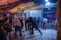 Se dispersan los manifestantes del centro de Barcelona y los antidisturbios se retiran tras la sexta noche de protestas